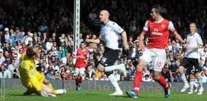 Robin Van Persie scores for Arsenal