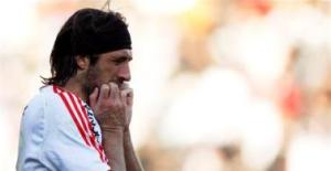 Mariano Pavone of River Plate after missing a penalty kick