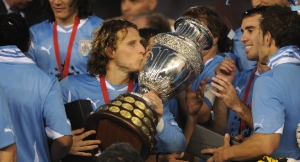 Diego Forlan kisses the Copa America