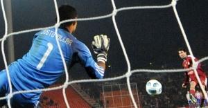 Paraguayan goalkeeper Justo Villar