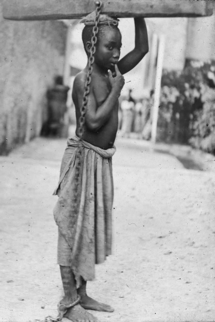 why was it difficult for the enslaved africans to practice their culture on the plantation How did enslave africans keep african history and culture alive enslaved africans kept their culture alive by having these gatherings w/other slaves.