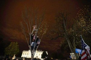 Obama supporters celebrate outside White House