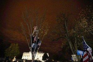 Obama supporters celebrate outside White House