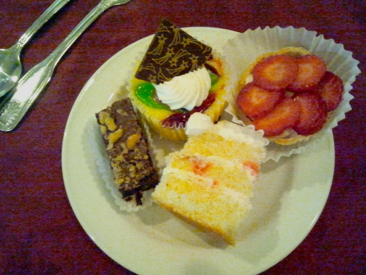 My dessert plate at the Terra Nova (I couldn't show you the first course - it would be just too much for you, dear reader).