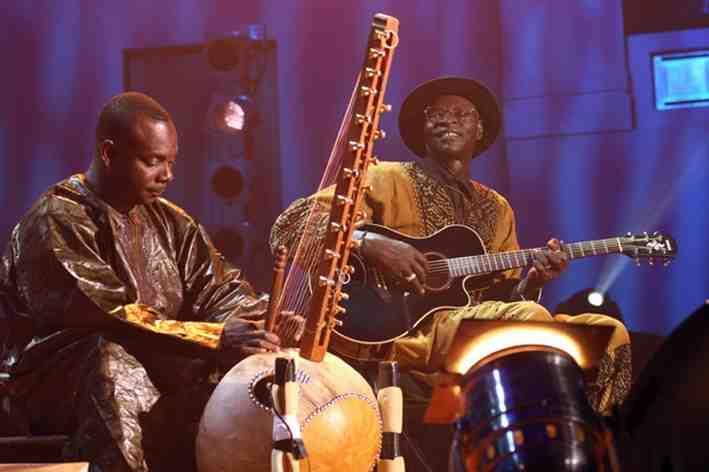 Toumani Diabate (left) with Ali Farka Toure