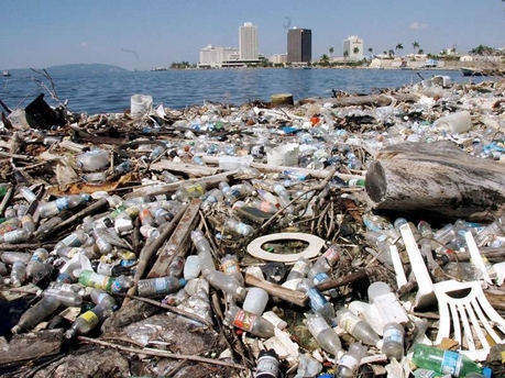 Garbage in Kingston Harbour last year. (Photo: Jamaica Gleaner)