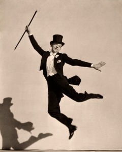 Fred Astaire flies through the air. (Photo:www.doctormacro.com)