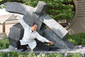Chungliang Al Huang in perfect balance. (Photo: Living Tao Foundation)