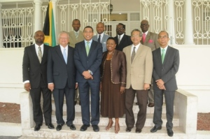 Andrew Holness poses with his new/old Cabinet. (Photo: Jamaica Observer)