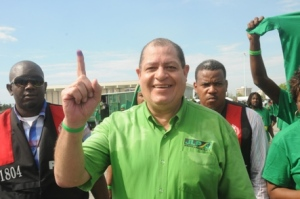 Andrew Holness' challenger Audley Shaw gives what one assumes is a positive sign at the National Stadium. (Photo: Jamaica Observer)