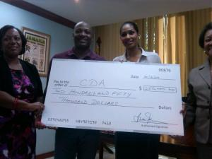 West Indies cricketing legend Brian Lara donates US$250,000 towards children at risk in Jamaica. (Photo: Abka Fitz-Henley/Twitter)