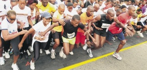 Eager uptowners jostle to start the Sagicor Sigma 5K race in Kingston. (Photo: Jamaica Observer)