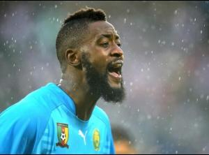 Charles Itandje of Cameroon's chin-hugging beard makes his face look longer, doesn't it. Very nice.