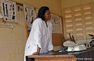 Teacher with the Cameroon Medical Women Association instructs women in sexual health. (Photo: Paola Gianturco)
