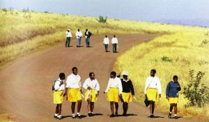 High school students going home. (Photo: World Bank)