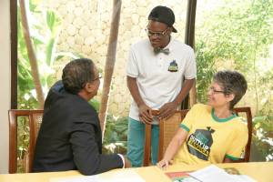 "That crazy young man Russhaine ""Dutty"" Berry (center) chats with Tourism Minister Wykeham McNeill and CEO of Jamaica Environment Trust Diana McCaulay at the launch of the ""Nuh Dutty Up Jamaica"" campaign. (Photo: Jamaica Environment Trust/Facebook)"