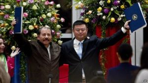 Nicaraguan President Daniel Ortega (left) signed an agreement with Wang Jing in June 2014. Work started six months later, apparently without any Environmental Impact Assessment.