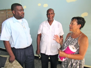 Fund-raising chair Charmaine Chin Loy chats with (left) Terry Finn of the Society of St. Vincent de Paul Jamaica and (center) fellow board member Teddy DaCosta. (My photo)