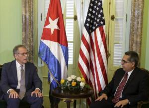 Chief of Mission at the U.S. Interests Section in Havana Jeffrey DeLaurentis (L) talks to Cuba's interim Foreign Minister Marcelino Medina in Havana July 1, 2015. REUTERS/Enrique de la Osa