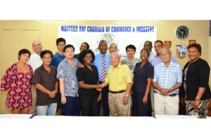 Patching things up a bit: President of the Montego Bay Chamber of Commerce and Industry Gloria Henry on Monday met with some members of the Chinese business community. (Photo: Jamaica Observer)