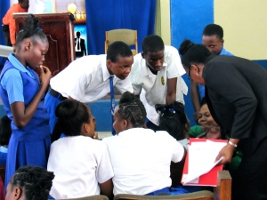 Ms. Minott gives guidance to the team from Jose Marti. (My photo)