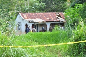 The dilapidated house where the body of Manchester Parish Council janitor Carmalita Dinnall was found buried. She reportedly had a dispute with a man over the sale of puppies. (Photo: Jamaica Observer)