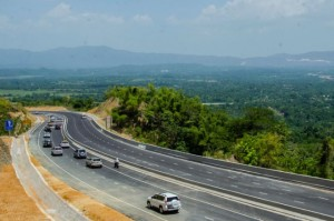 The Linstead - Moneague section of the North-South Highway. (Photo: Jamaica Information Service)