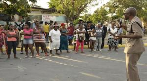 Good to see dialogue: Members of the Police High Command and the Community Safety and Security Branch met with residents of Rose Town recently to deal with pressing safety and security concerns amidst heightened tension in the community. (Photo: Loop Jamaica)