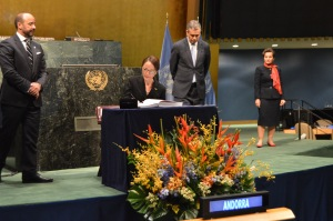 Minister of Foreign Affairs and Foreign Trade Kamina Johnson Smith signing the Paris Agreement on behalf of Jamaica at UN Headquarters in New York. (Photo: Minister of Foreign Affairs and Foreign Trade)
