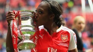 Goalscorer Danielle Carter kissing the Women's FA Cup today. (Photo: Twitter)