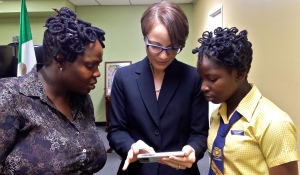 Minister of Foreign Affairs Kamina Johnson Smith (center) shows Kaseta Morris (left) and daughter Ebonique Taylor her photos of Mexico. (My photo)