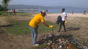 The Leo Club of Montego Bay cleaned up sections of the Montego Bay coastline on International Coastal Cleanup Day 2015. (Photo: Jamaica Environment Trust)