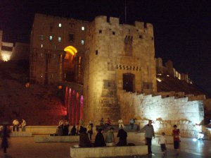 The beautiful Citadel of Aleppo at night, six years ago. People relaxing and enjoying the evening… (Photo: dianadarke.com)