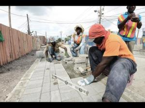 Workers on the Riverton Road. (Photo: Ian Allen/Gleaner)