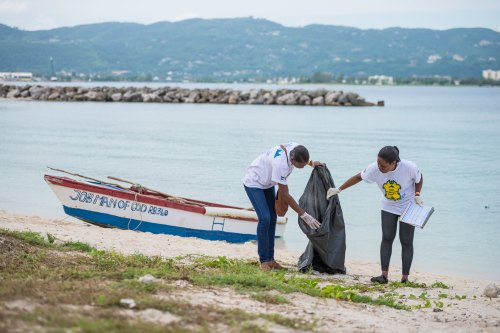 ICC volunteers with the Montego Bay Marine Park Trust clean up the Montego Bay coastline. (Photo: Jamaica Environment Trust)