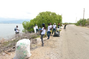 Volunteers at JET's flagship cleanup also ventured out onto the Port Royal main road to collect garbage. (Photo: Jamaica Environment Trust)