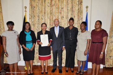 Governor General Sir Patrick Allen with the Jamaican women working in the field of mental health: (L-R) Dawn-Marie Roper, Chair, Mensana; Christine Staple Ebanks, President, Nathan Ebanks Foundation; Dr. Judith Leiba, Director of Child 7 Adolescent Mental Health, Ministry of Health; Jermaine Peart, Volunteer, Jamaica Mental Health Advocacy Network; Nurse Rosemarie Smith Allen, St. Catherine Health Services; and Dr. Colleen Gooden, Consultant Psychiatrist, St. Jago Health Centre. (Photo: King's House)