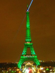 The Eiffel Tower in Paris, lit up green tonight to celebrate the entry into force of the Paris Agreement. (Photo: Twitter @ONU_France)