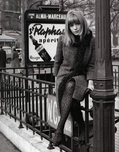 I follow several Twitter accounts that post nostalgic old photos and celebrity pics. Here is that ethereal-but-earthy 60s child Marianne Faithfull (1965) with the hashtag #WinterIsBeautiful