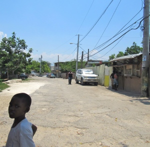 On the edge of the Naggo Head, St. Catherine. This road runs alongside an overgrown gully. (My photo)