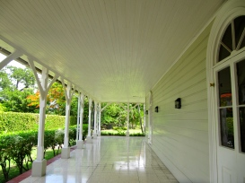 Jamaicans love their highly polished floors. There was a good shine on this verandah... (My photo)