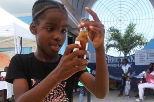 A student takes a closer look at a bottle of medicinal herbs. (Photo: NHMJ)