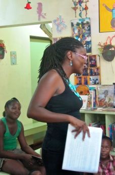 Founder of Blue Banyan Books reading to children at Trench Town Reading Centre. (My photo)