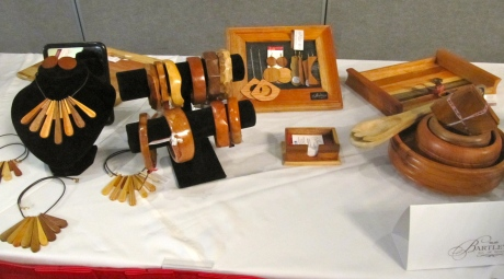 Lacey-Ann Bartley is a creative young woman, who is always coming up with very special new products. Here are some items - jewellery, bowls, picture frames etc. - from a few years ago. (My photo)